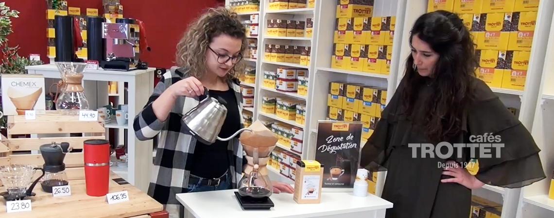 slow coffee démonstration chemex